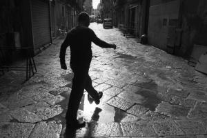 Palermo 2010 - man walking in the street © Marco Salvadori